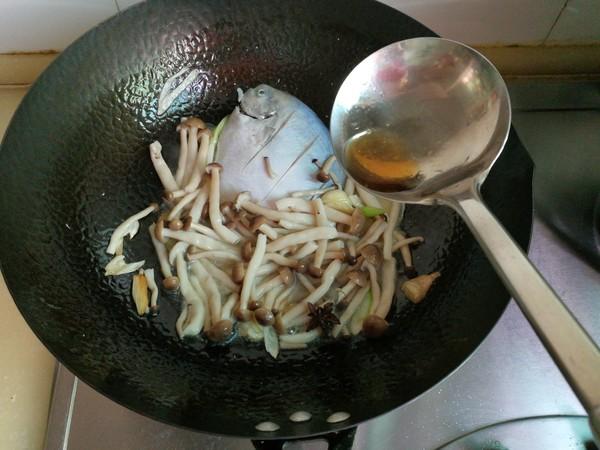银鲳鱼炖海鲜菇的简单做法