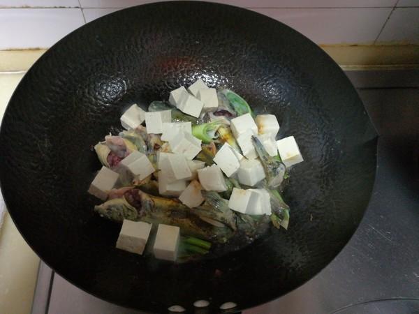 嘎牙子鱼炖豆腐怎么煮