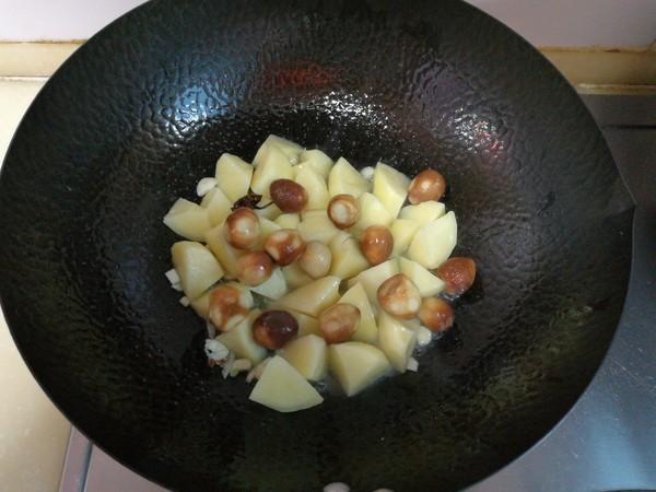 土豆炖鹌鹑蛋的简单做法