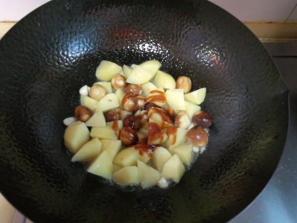 土豆炖鹌鹑蛋怎么吃