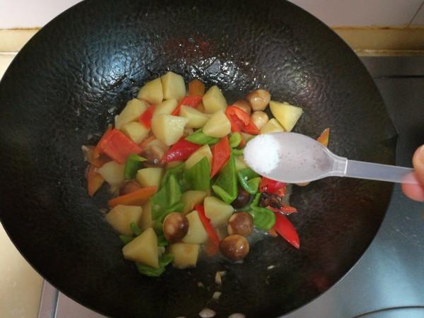 土豆炖鹌鹑蛋怎么炖