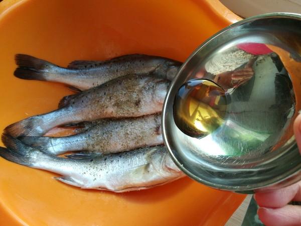 鲈鱼炖花生米的做法图解