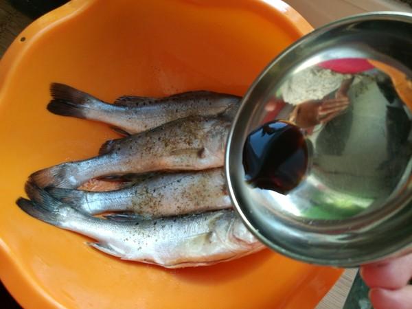 鲈鱼炖花生米的家常做法