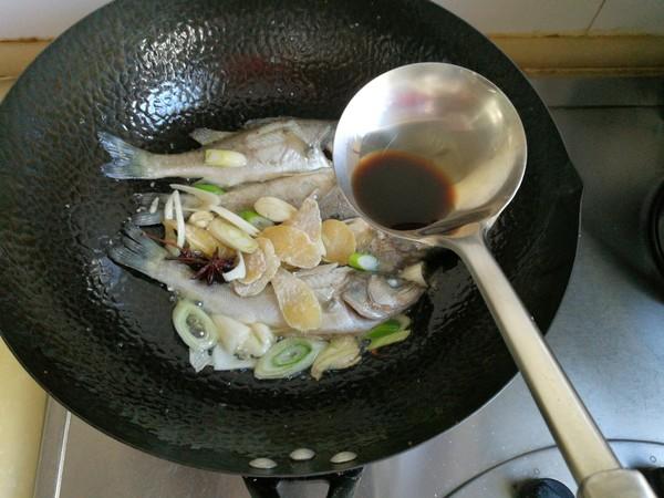 鲈鱼炖花生米怎么煮