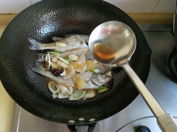 鲈鱼炖花生米怎么炖