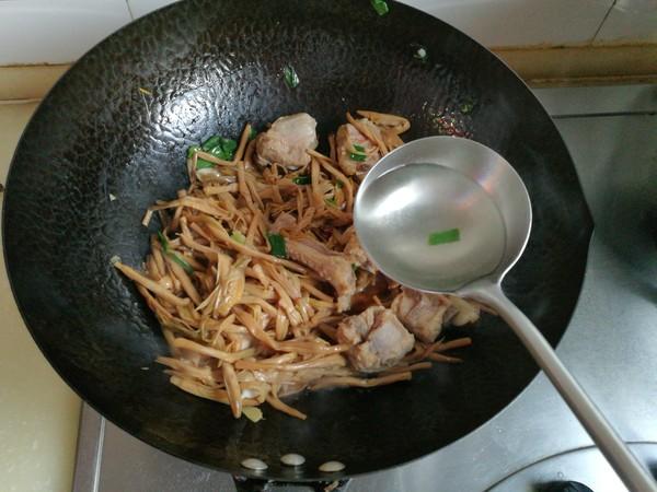 黄花菜炖排骨怎么煮