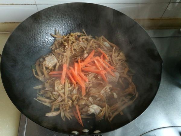 黄花菜炖排骨怎样做