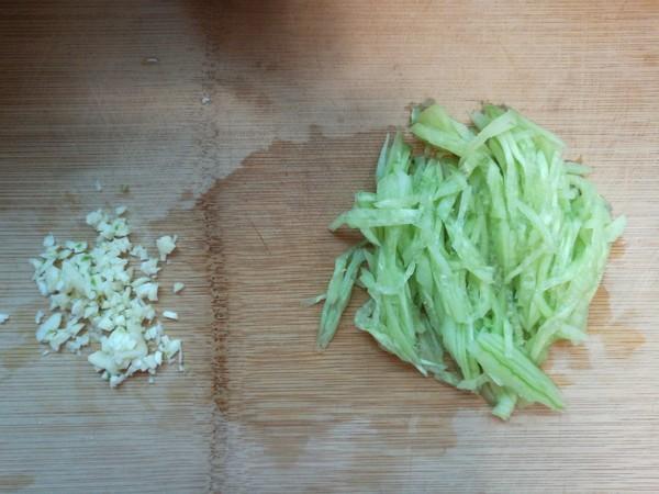 黄瓜金针菇拌蛋丝的家常做法