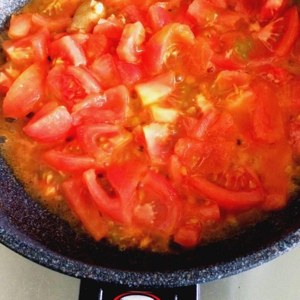 酸酸咸咸带点辣,番茄牛腩开胃又好吃的简单做法