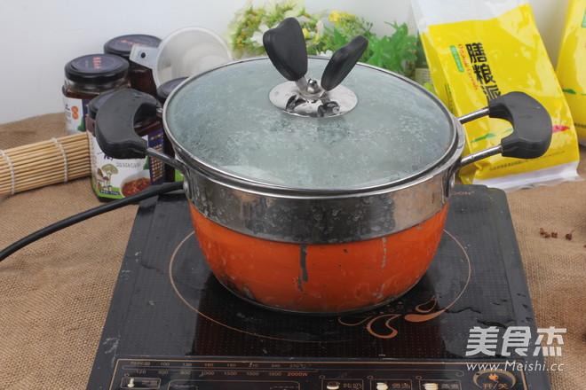 红豆薏米祛湿粥哦    适合多雨的季节怎么吃
