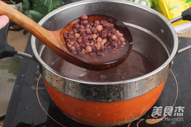红豆薏米祛湿粥哦    适合多雨的季节怎么做