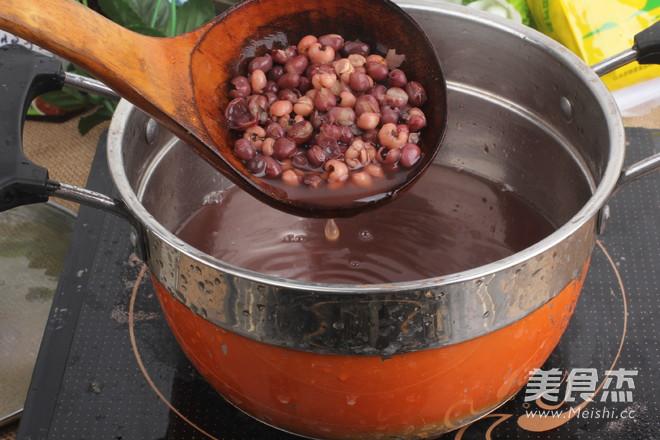 红豆薏米祛湿粥哦    适合多雨的季节怎么炒