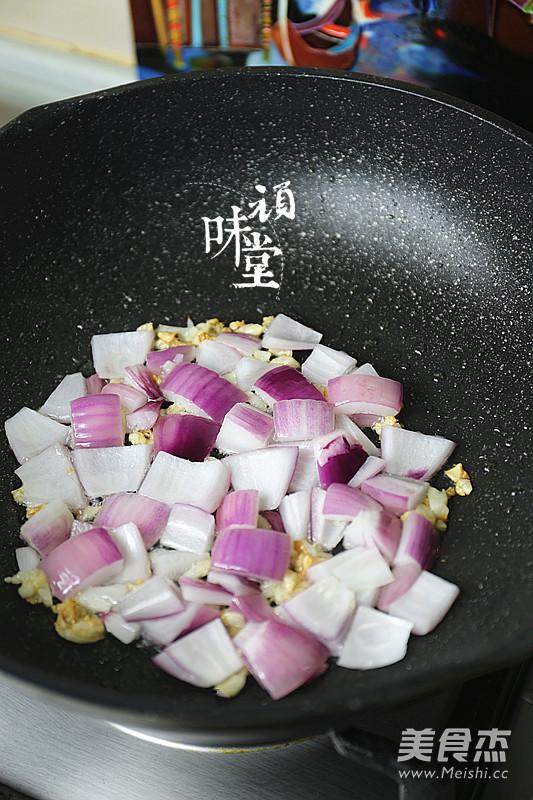土豆腊肉焖饭怎么做