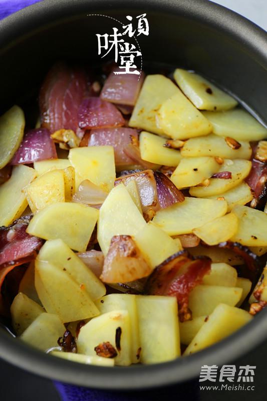 土豆腊肉焖饭怎么炖