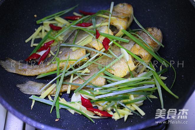 黄鱼烧豆腐怎么吃