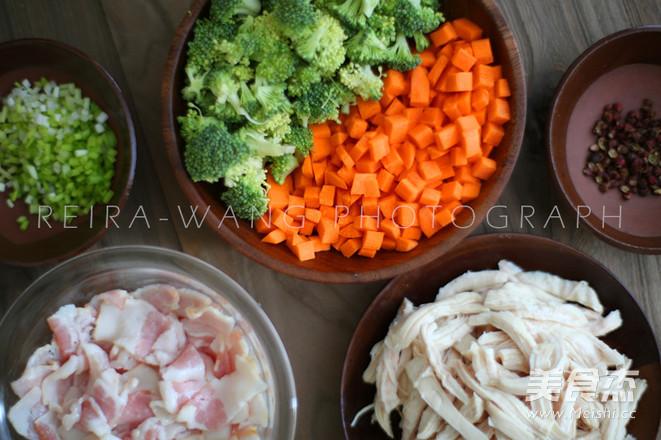 鸡肉培根蔬菜粥的家常做法