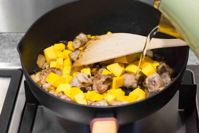 南瓜排骨焖饭怎么炒