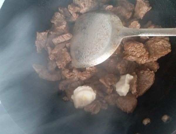 红烧香辣牛肉火锅怎么吃