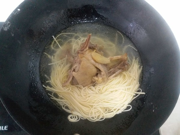 鸭汤挂面怎么吃