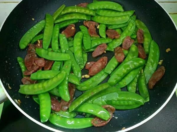 荷兰豆炒腊肠怎么吃