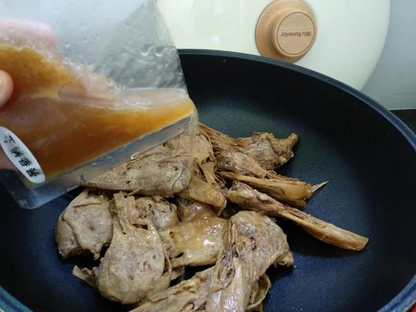 辣炒卤鸭头的简单做法