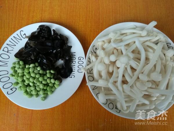 清香可口豌豆炒鲜蘑的步骤