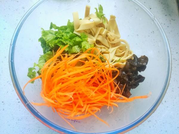 生菜拌豆皮的家常做法