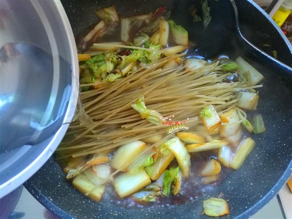 砂锅白菜炖粉条怎么吃