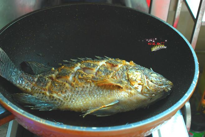 酱焖罗非鱼的家常做法