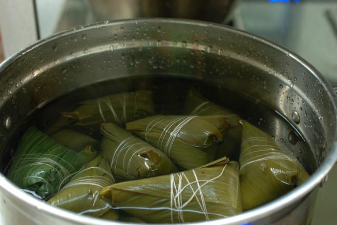 传统大红枣粽子怎么煸