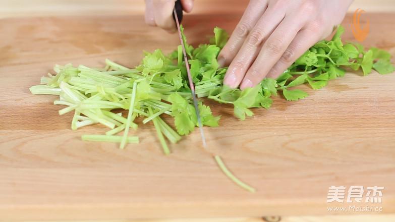 芹菜香干炒肉片的简单做法