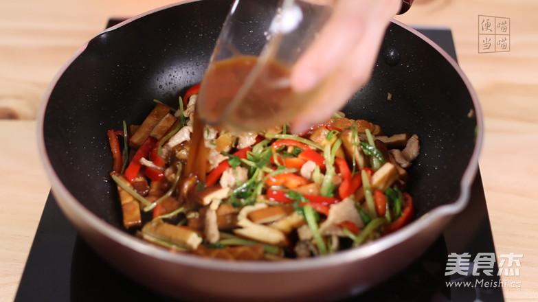 芹菜香干炒肉片怎样煮