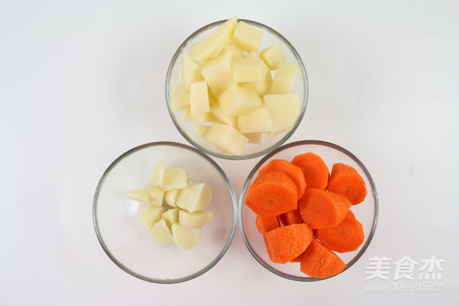 土豆萝卜焖牛腩的做法图解
