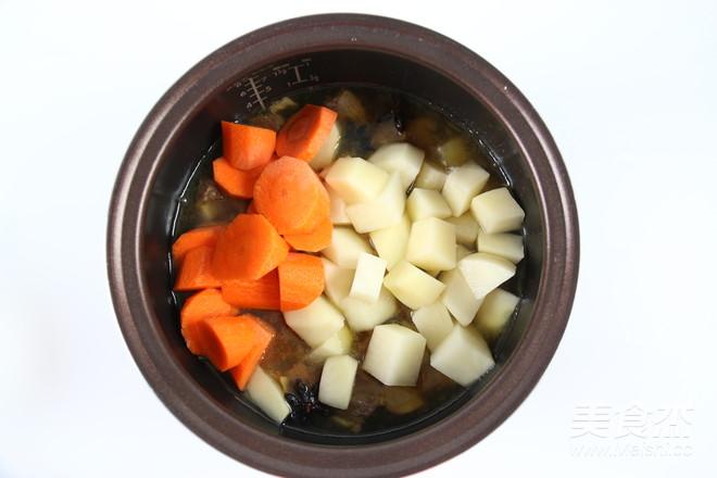 土豆萝卜焖牛腩怎么煸