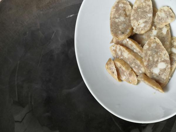 牛肉肠炒茭白的步骤