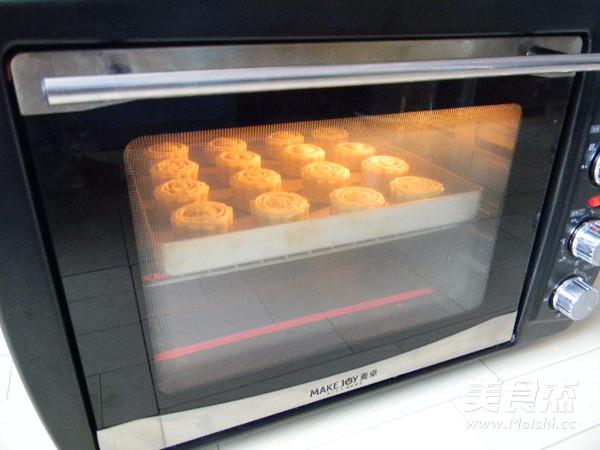 广式豆沙肉松馅月饼的制作方法