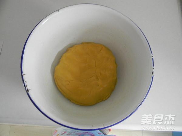 广式豆沙肉松馅月饼怎样煸