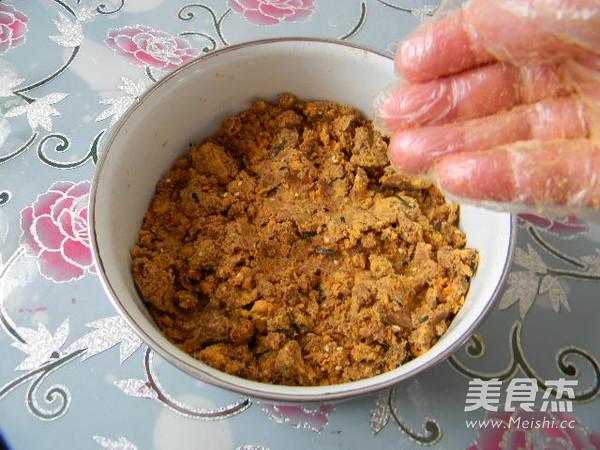 广式豆沙肉松馅月饼怎么吃