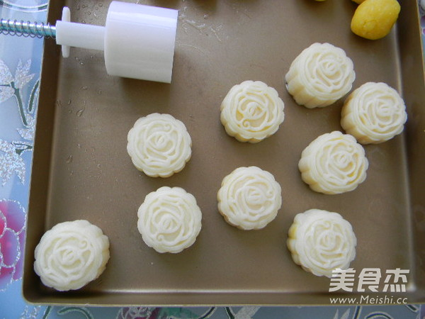 椰香奶黄馅冰皮月饼的做法大全