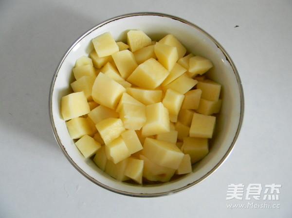 排骨土豆焖饭的步骤