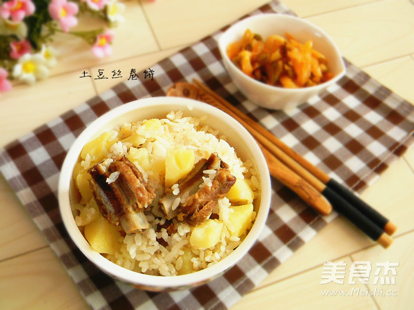 排骨土豆焖饭成品图