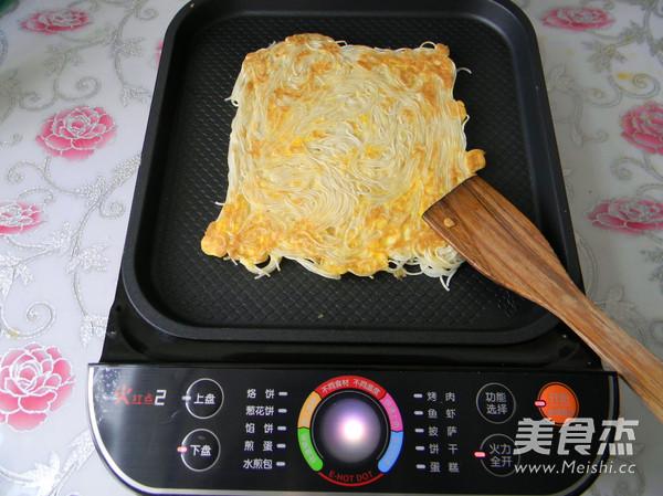 鸡蛋挂面煎饼怎么煸