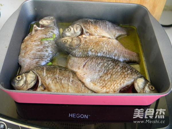 葱烤鲫鱼怎么吃