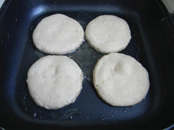 葱香褐麦发面饼怎么炖