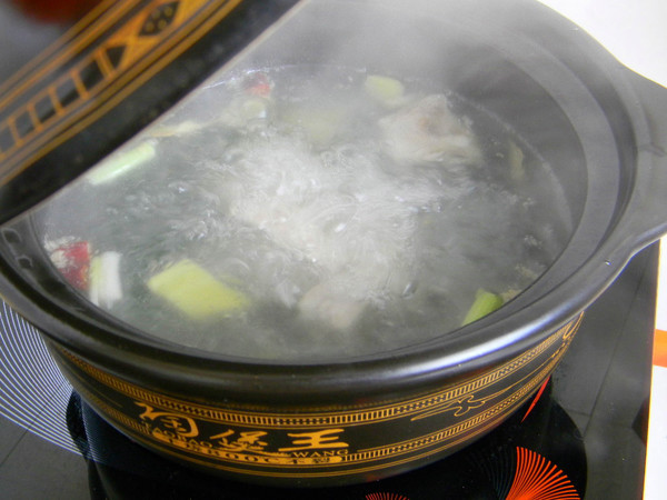 排骨土豆汤的家常做法