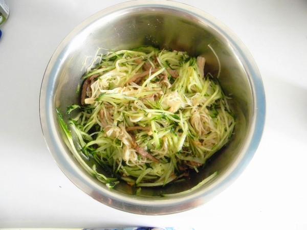 肉丝黄瓜拌金针菇怎样做