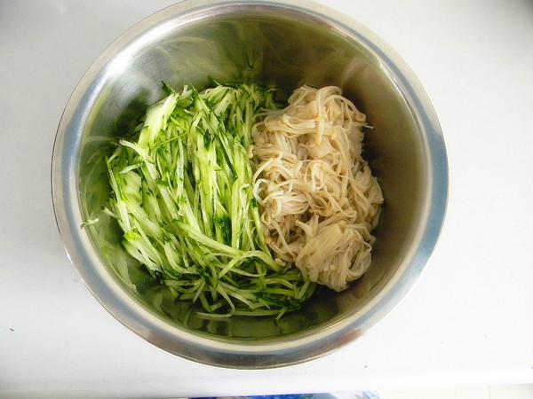 肉丝黄瓜拌金针菇的简单做法
