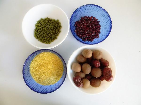 桂圆红枣小米粥的做法大全