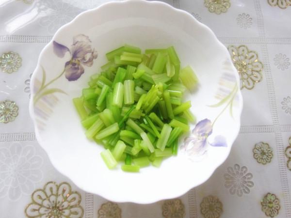 芹菜拌花生的简单做法