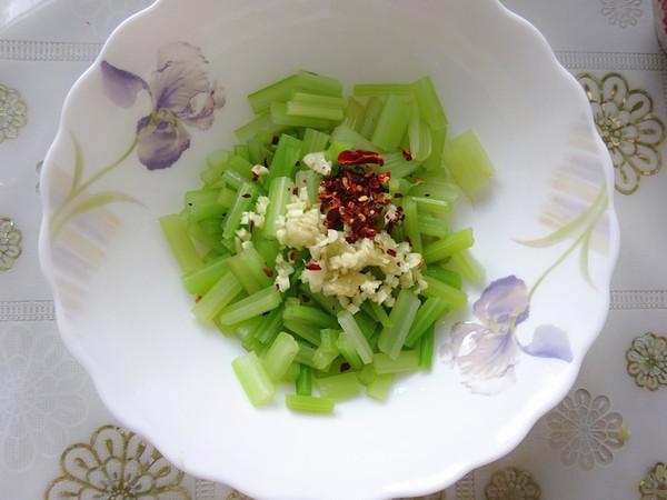 芹菜拌花生怎么吃